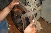 Het wijzigen van de rotoren & remblokken op een Chevy HHR