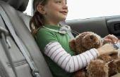 Hoe te stoppen met een kind van het Unbuckling van het dragen van de veiligheidsgordel