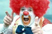 Zelfgemaakte kostuum voor een volwassen Clown