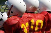 Hoe te verwijderen Stickers uit voetbal helmen