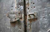 Hoe te gebruiken Bondo om te herstellen van een deur
