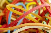 Hoe maak je een Rubberband aangedreven auto voor de natuurkunde