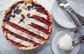Huisgemaakte Amerikaanse vlag Cherry Blueberry Pie