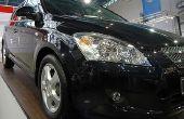 Zure regen vlekken verwijderen uit de buitenkant verf van een zwarte auto