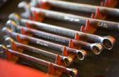 Hoe een metrische moersleutel converteren naar een standaard moersleutel