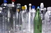 Kan ik het gebruiken van Plastic flessen in de bodem van grote bloempotten?