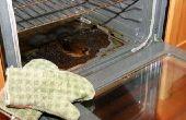 Hoe te schoon gebrand voedsel uit een Oven