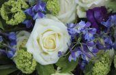 Het gebruik van bloemen van de vuller in bloemstukken