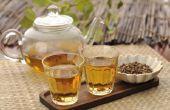Het toevoegen van gember aan de thee