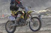 Hoe te rijden een motorfiets met het voorwiel in de lucht