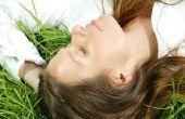 Hoe Dye donker haar lichter zonder bleekmiddel