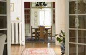 Hoe te decoreren een kamer met veel deuropeningen