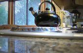 Hoe schoon een waterkoker voor thee met azijn