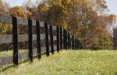 Hoe te schilderen of beitsen van een houten hek om te voorkomen dat termieten