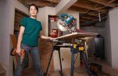 Hoe om te positioneren Baseboard Molding in een verstek zagen voor 45 graden bezuinigingen