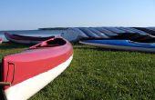 Het renoveren van een oude glasvezel kano of Skiff