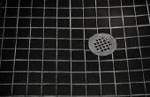 Hoe om erachter de afvoer hoogte voor een tegel douche