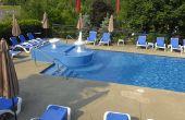 Hoe schoon een betonnen dek rondom een zwembad