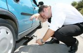 Het wijzigen van de lekke band op een Mercedes auto