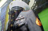 Hoe om te rollen van mouwen in de stijl van de Marine Corps