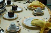 Een ronde tafel versieren voor een bruiloft