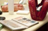 Het organiseren van een make-up tafel