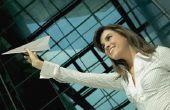 Hoe maak je papier-vliegtuigen die meer dan 100 vliegen Ft.