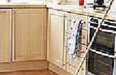Hoe de vloer zonder schonere of plakkerig residu dweilen