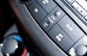 Hoe u een microfoon toevoegt aan uw autoradio