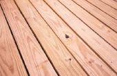 Hoe vlekken en een houten dek afdichting voor duurzame bescherming
