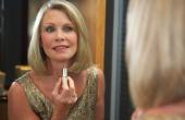Hoe toe te passen make-up voor een 60-jarige
