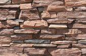 De betekenis van drie gestapelde stenen in een tuin