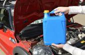 Het toevoegen van koelvloeistof aan een Mini Cooper