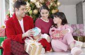 Hoe om kinderen te helpen maken van Kerstcadeaus voor familie