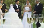 Hoe te houden een bruidstaart met botterroom suikerglazuur van smelten in de zon