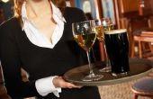 Tips over een nieuwe serveerster uitvoering drankje Trays
