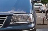 Het wijzigen van een koplamp-lamp in een 2000 Toyota Sienna