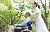 Wat zijn enkele kenmerken voor het werken met ouderen?