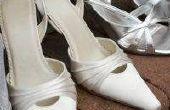 Het verwijderen van strepen uit witte schoenen