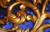 Antieke gouden verf toepassen op een spiegel Frame