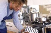 Hoe krijg ik de verbrande geur uit de Oven