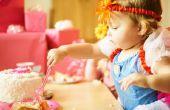 Hoe leren kinderen om te eten met keukengerei