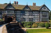 Het selecteren van exterieur verfkleuren voor een huis Tudor