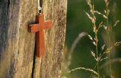 Maken van klein houten kruisen
