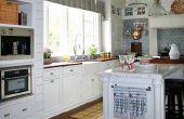 Eenvoudige keuken & de ideeën van het ontwerp van de badkamer