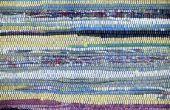 Hoe te knippen van oude kleding voor een Rag tapijt weven