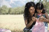 Hoe maak je een klein meisje jurk uit een kussensloop patroon
