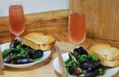 Hoe om te koken mosselen in knoflook witte wijn saus