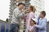 Hoe een ouder voor afgelopen fysieke & geestelijke misbruik aanklagen