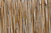 Hoe om op een hek van bamboe op een balkon te hangen